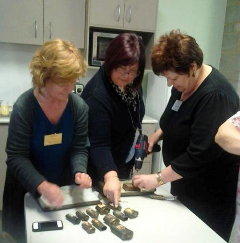 images/gallery/CCIP Instructors Graphics/Mel Dildays Inro Class Contemporary Craft Retreat 2011.jpg